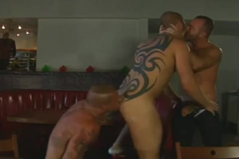 muscular Tatted Daddies 3some plow - BareSexyBoys.com