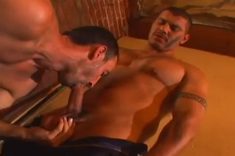 Masseur gets horny from stiff cock